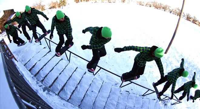 (rider: Alan Gerlach) Muitos anos atrás o instinto natural era de, em caso de neve, tirar os trucks do skate e skatear aproveitando da superfície nevosa. Resultando em uma experiência muito divertida e um pouco...