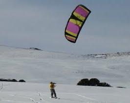 Os primeiros passos do snowkite na Patagônia… era o 2007 quando um grupo de amigos começou a praticar snowkite nas neves da Argentina. Mais detalhes e infos AQUI.