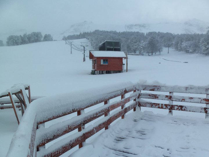 Cortesia Cerro Chapelco (29 junho 2011) Este inverno foi caracterizado por um início de temporada bastante problemático para a maioria dos centros de esqui da América do Sul. A neve começou a cair logo no...