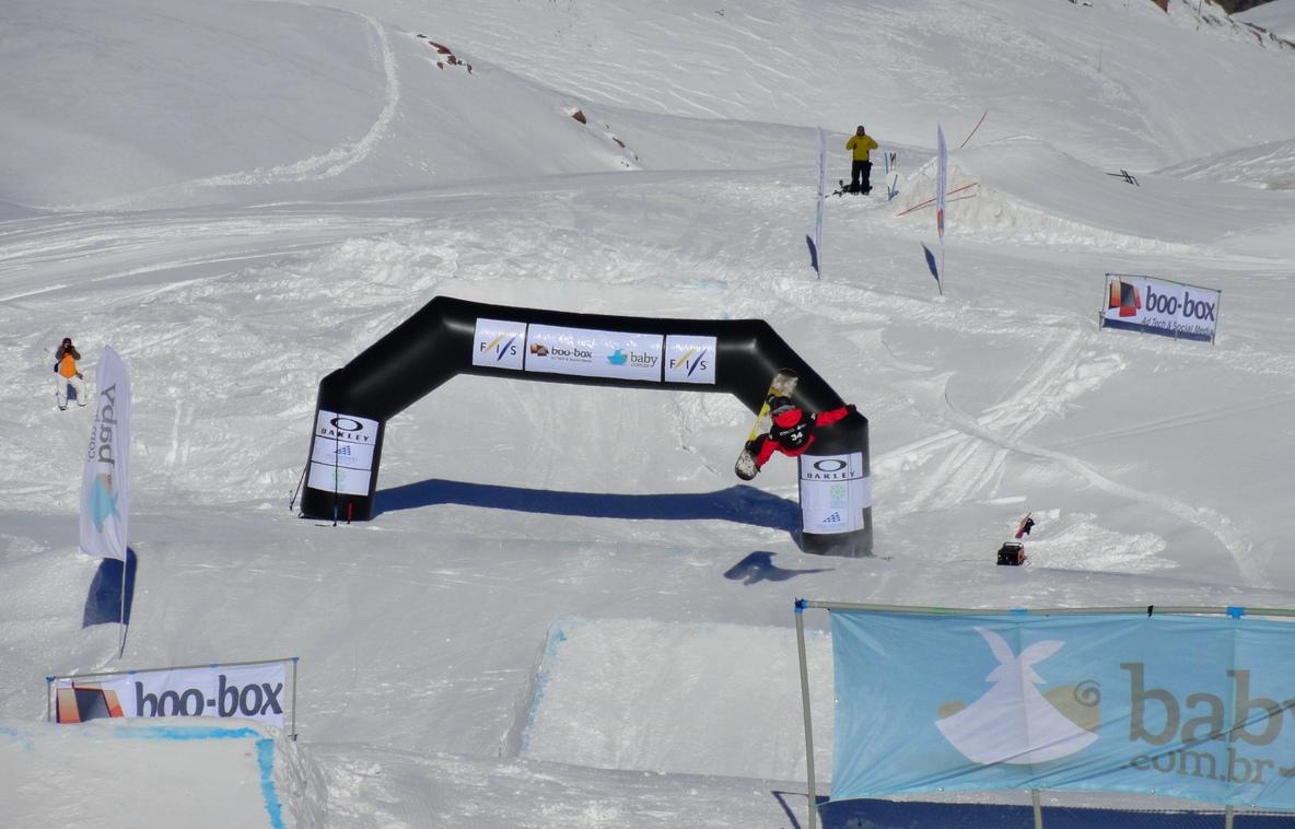 Cortesia: CBDN – Pódio masculino A pluri-campeã e atleta de ponta da seleção brasileira de snowboard a carioca Isabel Clark e, pela categoria masculina, a new entry do circuito brasileiro profissional de snowboard André Bornhausen...