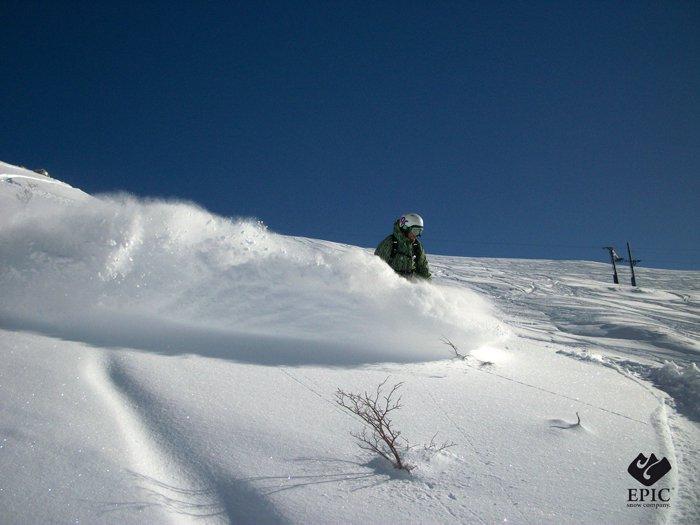Cortesia EPIC Snow Company A situação atual é que todos os centros de esqui dos Andes estão finalmente operando em perfeitas condições, todos estão com bastante neve até a base dos meios de elevação e...