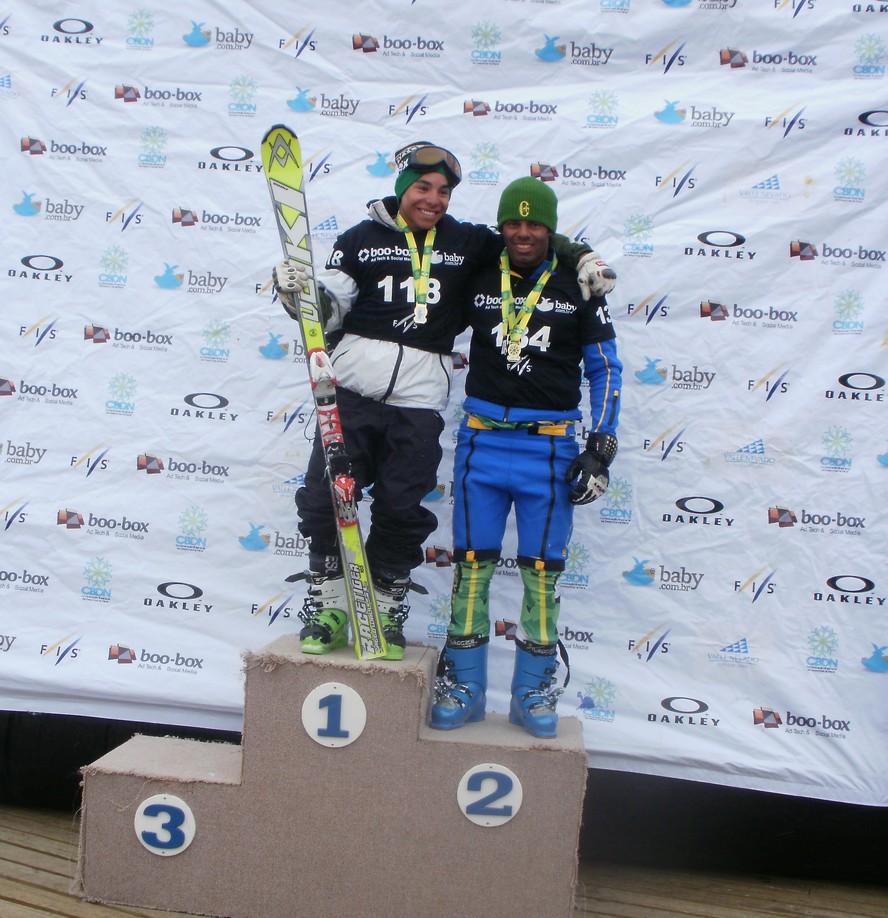 Cortesia CBDN – Pódio Super G – Guglielmini e Longhi Aconteceram em Valle Nevado (CHL) a Copa Continental Sulamericana de esqui da FIS e, paralelamente, o XXVI Campeonato Brasileiro de Ski Alpino organizado pela Confederação...