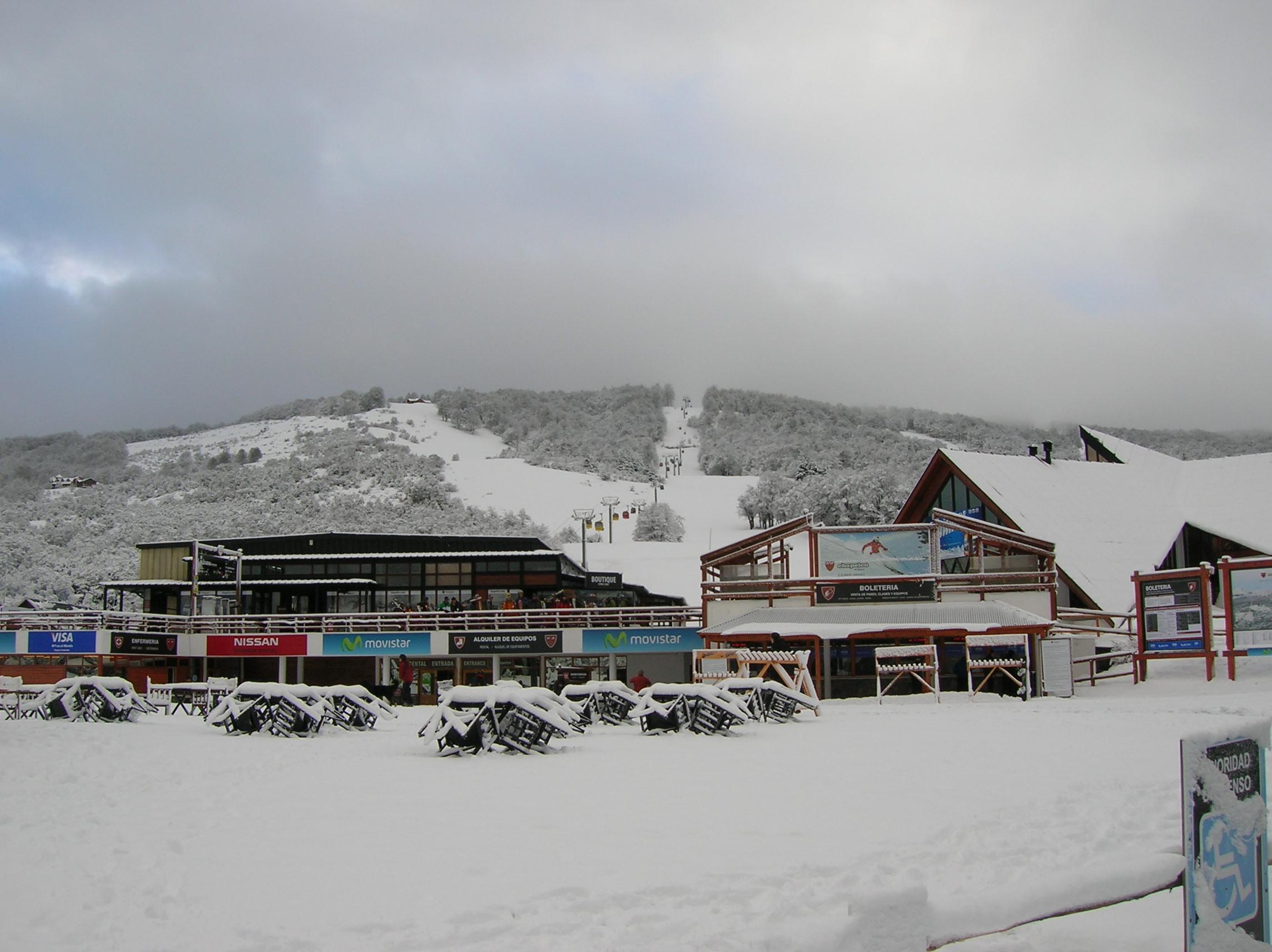 Hoje o Cerro Chapelco (ARG) – Data 10/09/2011 A situação geral do clima da Alta Patagônia entre Bariloche (ARG) e Chapelco (ARG) é caracterizado por tormentas de neve primaveril, pesante e úmida, acima dos 1400/1600...
