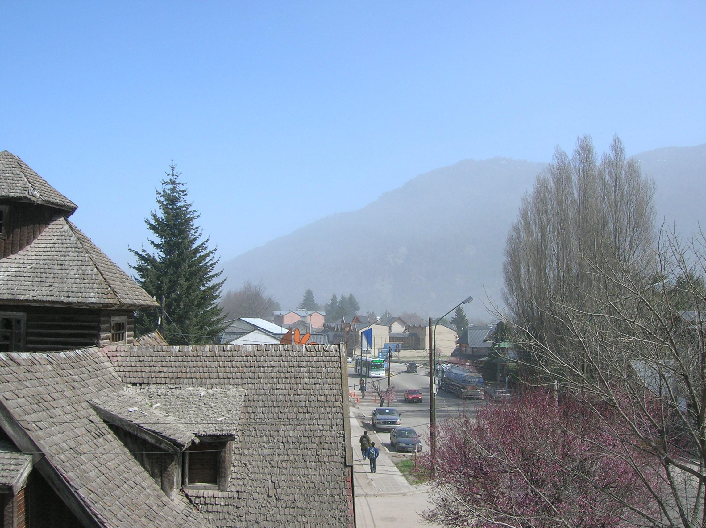 Presença de cinza vulcânica na cidade de San Martin de Los Andes (ARG) São mais de vinte dias que também estou convivendo e adaptando-me as regras que o vulcão Puyehue (CHL) está impondo a toda...