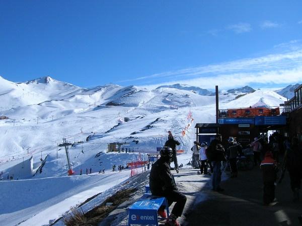 Dia incrível em Valle Nevado (CHL) Após ter passados uns dias fantásticos em Santiago (CHL) aproveitando a neve e o magnífico sol em Valle Nevado (CHL) em companhia dos riders brasileiros da NGU, o snowbag...