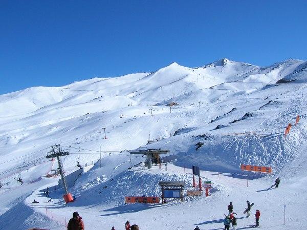 Valle Nevado (CHL) – Data 01/09/2011 E as condições atuais são de muito neve, visto que acabou de passar uma nevasca que deixou uma média de 25/30cm de fresh powder na região e as temperaturas...