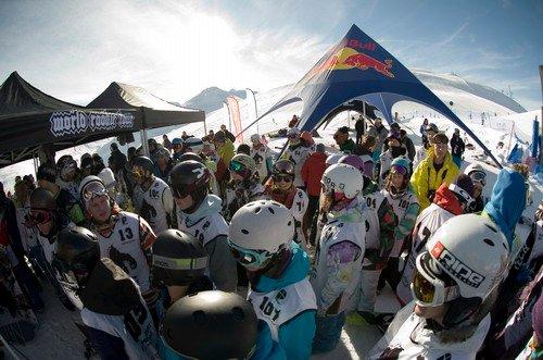 Cortesia: World Snowboard Federation (WSF) A neve está novamente de volta no hemisfério norte e os centros de esqui estão iniciando a restabelecer os serviços para deixar tudo pronto para mais uma temporada invernal. Em...