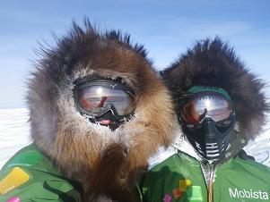 Cortesia: Antarctic ICE Expedition – Dixie Dansercoer e Sam Deltour Lembram da Antarctic ICE Expedition que iniciou no começo de dezembro e que tinha como objetivo principal procurar uma nova rota para chegar ao Polo...