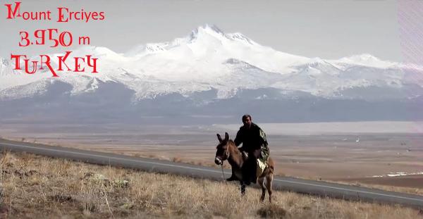 2012 Erciyes from Boulgakow on Vimeo. Pela segunda vez, o centro de esqui do monte Erciyes (TUR), a mais alta montanha da Anatólia central que na real é um jovem vulcão extinto e localizado na...