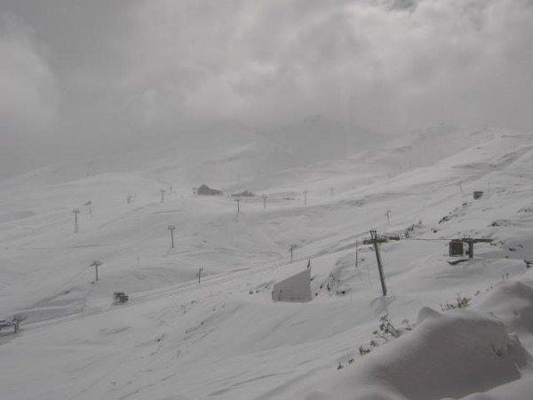 Cortesia: Valle Nevado (CHL) – Data: 27 abril 2012 É desde o finalzinho de abril que o centro de esqui de Valle Nevado (CHL) está recebendo as primeiras nevascas deste ano… e as boas notícias...