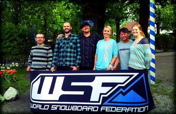 Cortesia: World Snowboard Federation (WSF) – Board of Directors 2012 Temporada invernal que se encerra, temporada invernal que recomeça. Assim é a vida de quem procura neve tanto por paixão quanto por trabalho… e poder...