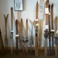 Cortesia: internet – Antigos modelos de esqui Geralmente com o termo esqui se entendem todas aquelas disciplinas que utilizam dois pedaços de madeira fixados um em cada pé, que podem ser construídos também com materiais...