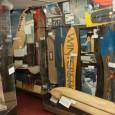 Cortesia: Colorado Ski Museum – Primeiros modelos de Snowboards Fica um pouco difícil imaginar os primeiros seres humanos rasgando ladeira abaixo as encostas das montanhas usando equipamentos de neve primitivos de qualquer tipo, mais ainda...