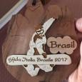 Cortesia: Desafio Itália Brasil 2017 Na semana passada, nas neves do centro de esqui de Falcade (ITA), rolou a terceira edição do Desafio Itália Brasil de snowboard, um simpático evento na neve que visa oferecer...